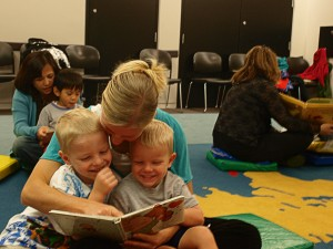 Families enjoy reading together during a Día storytime in Skokie, IL.