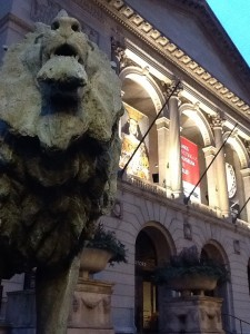 The lion statue outside the Art Institute of Chicago. Photo courtesy of Amy Seto Musser.