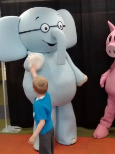 Elephant & Piggie hand out high-fives at the Meet and Greet