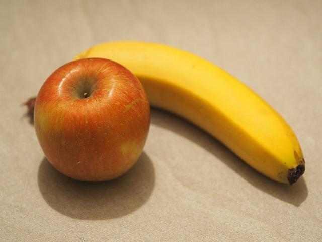 Image of an apple and a banana