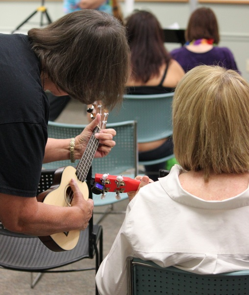Teaching how to use ukules